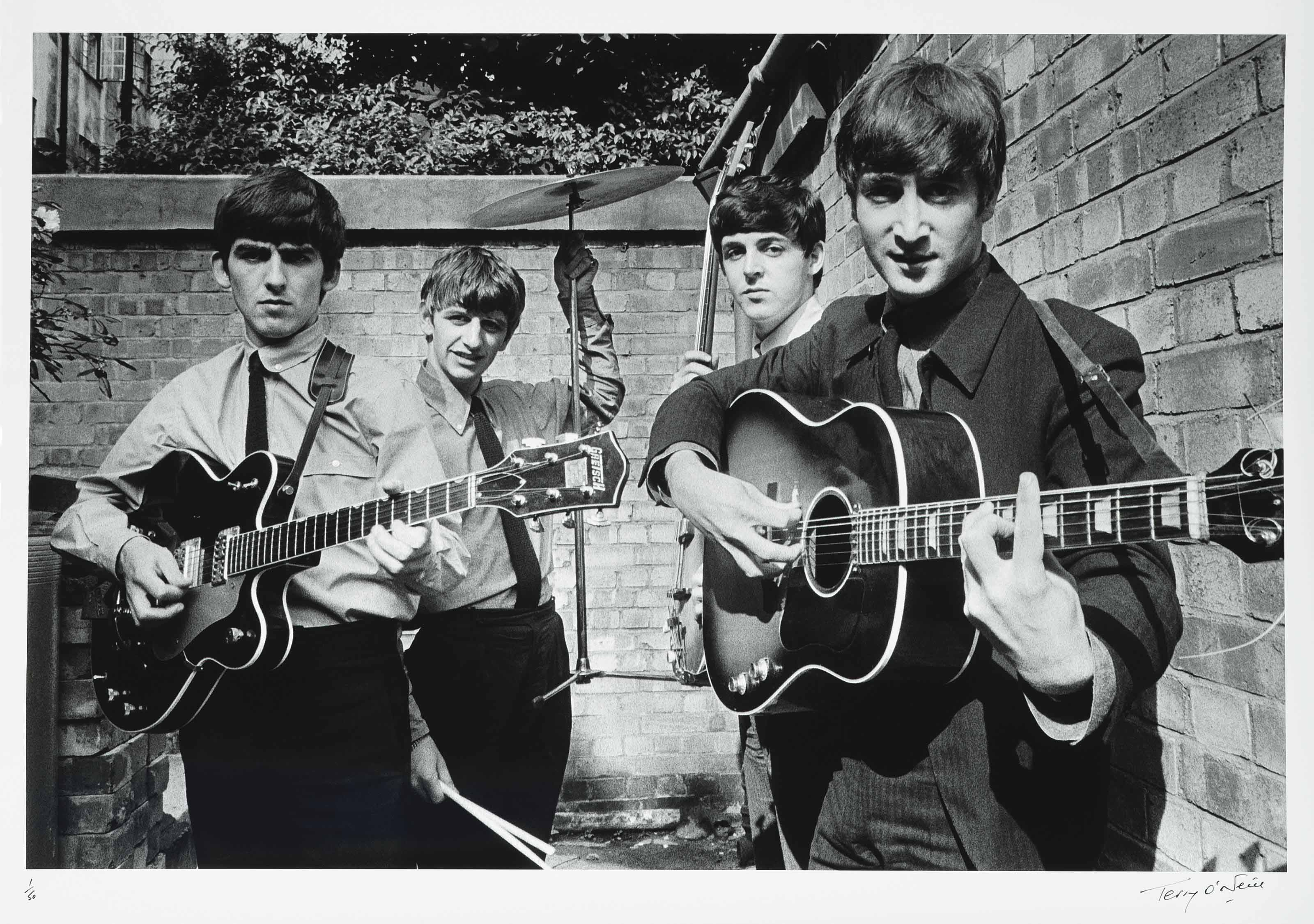 ©Terry O'Neill - Beatles in the back yard of Abbey Road studio's